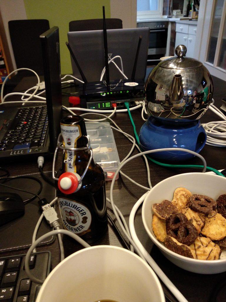 Netzwerk-Laptops-Trinken-Essen